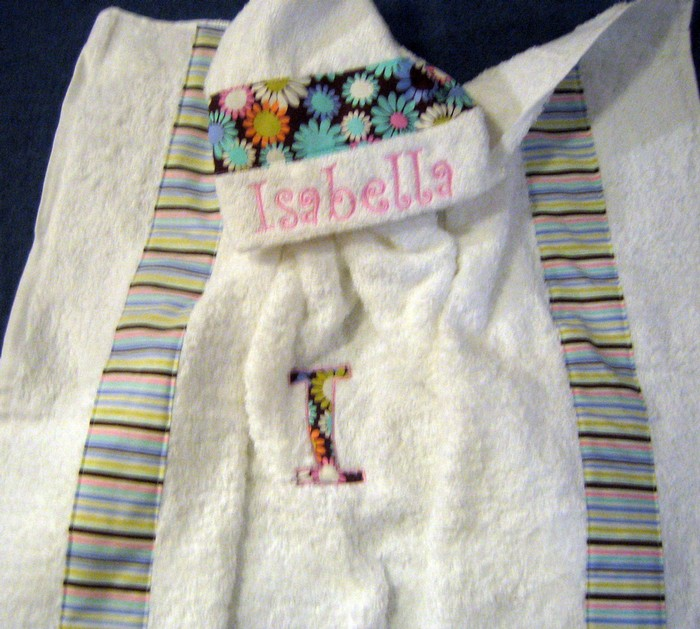 Bright Retro Daisy Hooded Towel